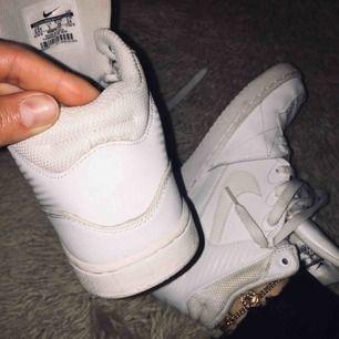 Höga Nike skor aldrig använda. 250kr + frakt