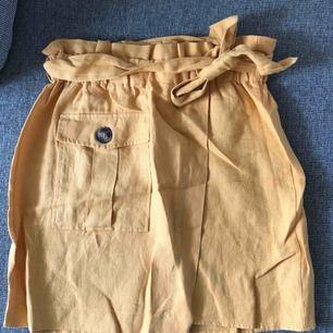 Helt ny oanvänd kjol i linne från chiquelle