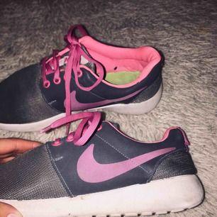 träningsskor från Nike, använda 3gånger max! 200kr + frakt