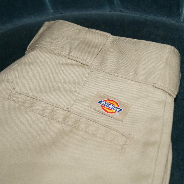 Dickies byxor i 874 orginal modell. Storlek 30×30. Väldigt sköna!!🌿🌻. Jeans & Byxor.