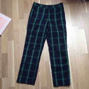 Fina ankellånga kostymbyxor från NA-KD. OBS! Säljer endast till personer som kan ta sig till Helsingborg för att köpa, skickar inget via post.