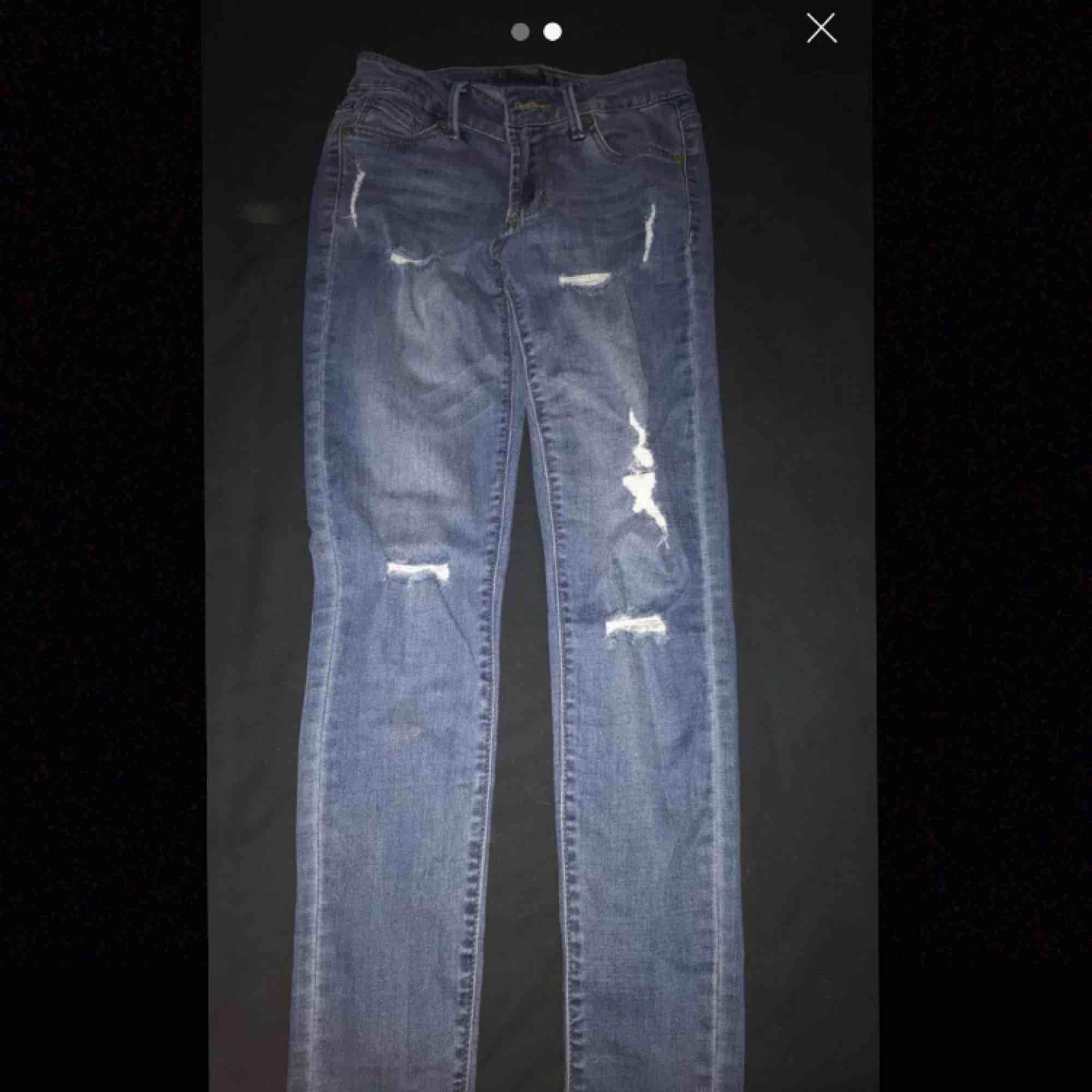 Jeans från fashion Nova, dock har dom ett annat märke i storlek s  Köparen står för frakten. Jeans & Byxor.