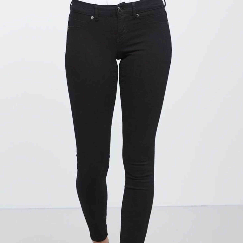 Skinny low waist superstretch Alex jeans ifrån Gina tricot. Bra skick och använda fåtal gånger då dom är lite för små för mig. Köparen står för frakt. Skriv privat för fler frågor☺️💞.. OBS första bilden är lånad!. Jeans & Byxor.