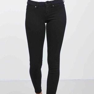 Skinny low waist superstretch Alex jeans ifrån Gina tricot. Bra skick och använda fåtal gånger då dom är lite för små för mig. Köparen står för frakt. Skriv privat för fler frågor☺️💞.. OBS första bilden är lånad!
