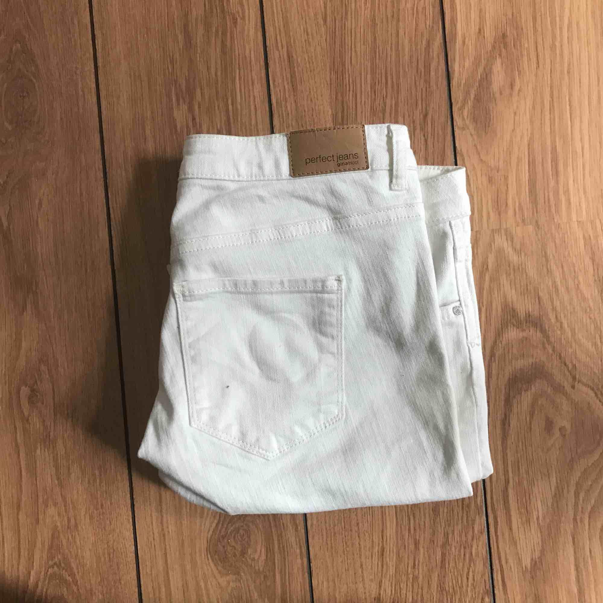 Helt oanvända vita jeans i gott skick.. Jeans & Byxor.