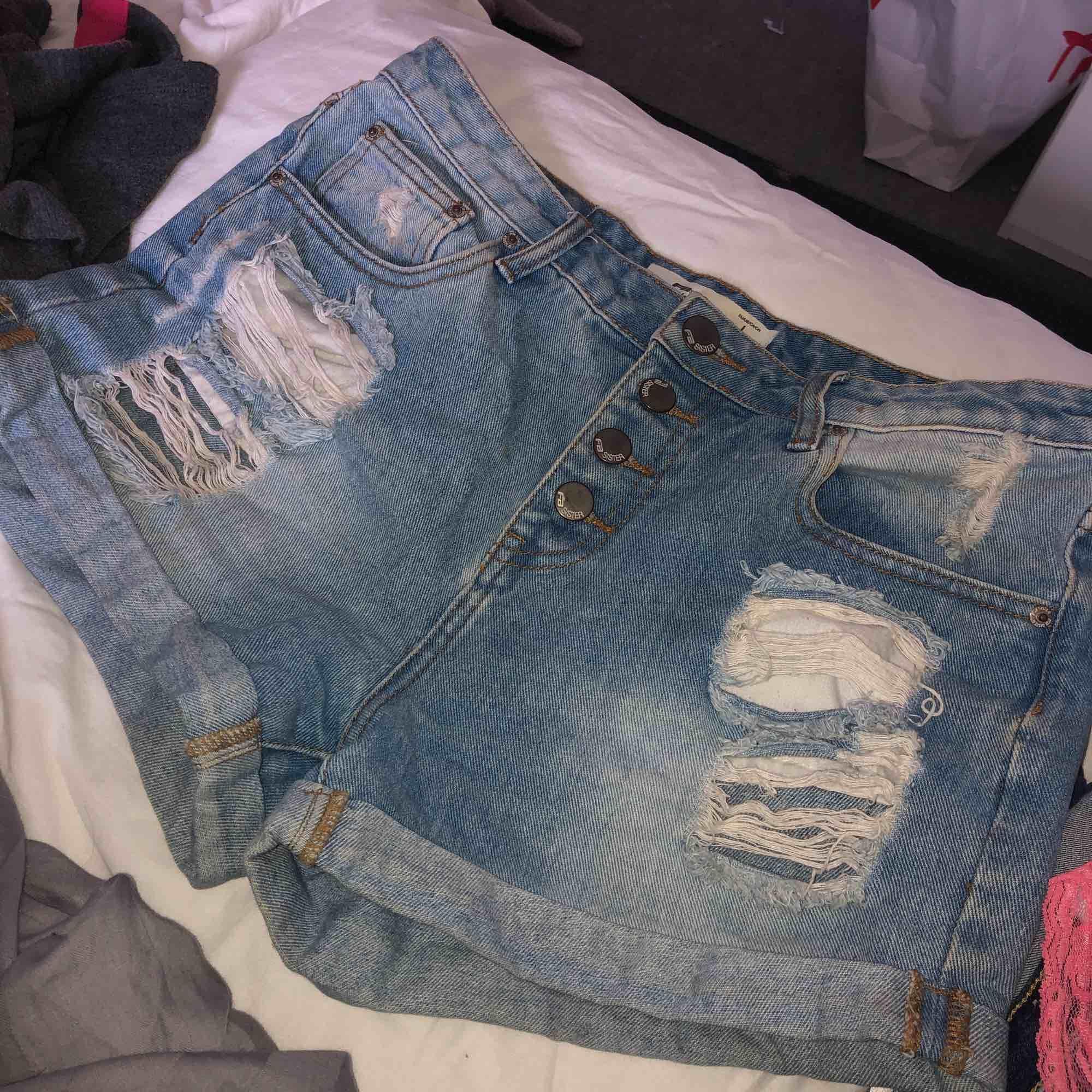 as coola high waist shorts ifrån new yorker, strl L. Går jättebra att använda som overzize ☺️. Shorts.