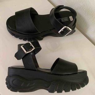 Coola sandaler med platåsula, använda en gång. Köparen står för frakt 🌹