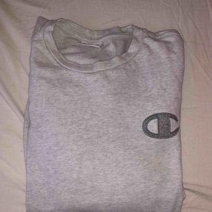 champion sweatshirt , använd 5 gånger max, passar alla storlekar då den är oversized. 200kr + frakt