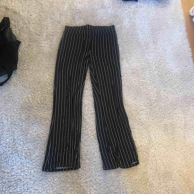 Byxor från Gina tricot, knappt använda. Frakt tillkommer!. Jeans & Byxor.