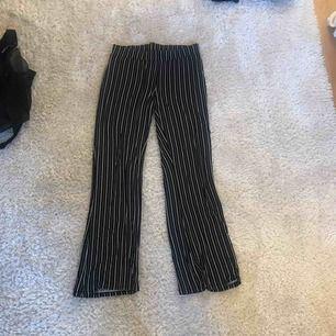 Byxor från Gina tricot, knappt använda. Frakt tillkommer!