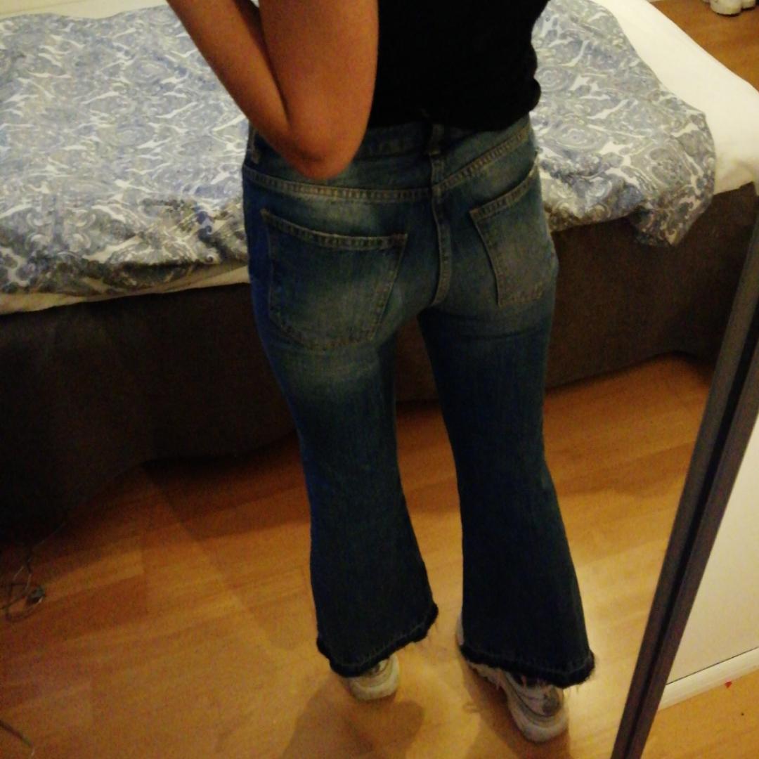 As balla bootcuts från Gina Tricot. Knappt använda. Köparen står för frakt eller så möts vi upp i Uppsala :)) . Jeans & Byxor.