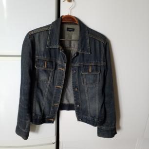 Mörkblå jeansjacka