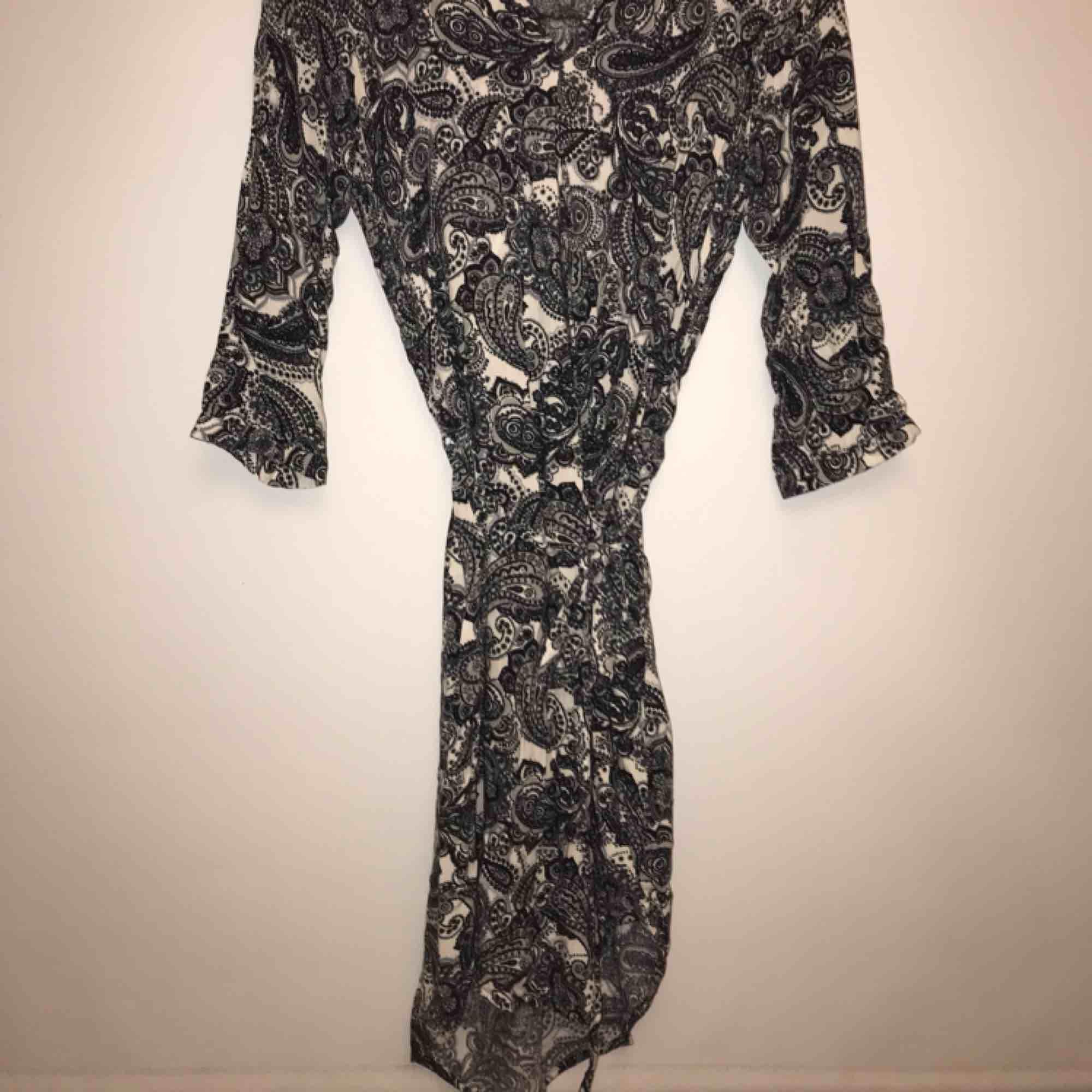 Helt ny klänning. Superfin! Köpt på kappahl . Klänningar.