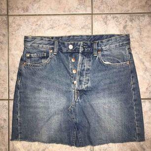 Helt ny jeanskjol, aldrig använd! Köparen står för frakt