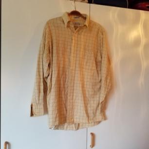 Ljusgul skjorta