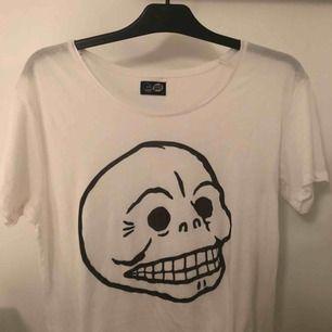 T-shirt från Cheap Monday! Använd max två gånger:) stor i storleken