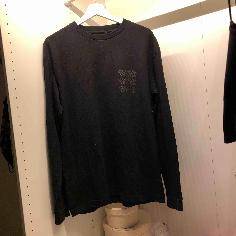 Använd ca 3 gånger. Ny pris 499 kr. Köparen står för frakten. T-shirts.