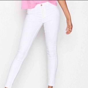 Molly jeans från Gina tricot, stretchiga så passar även S. Använda högst tre gånger så i nyskick! Möts i västervik eller fraktas 💜