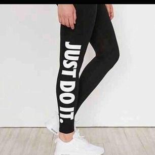 Nike tights som knappt är använda, i fint skick. Kan mötas i västervik eller fraktas 💜