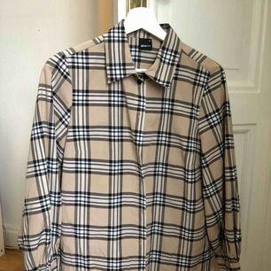 Skjorta från Gina tricot, knappt använd. Kan skickas eller mötas upp i Falun💗