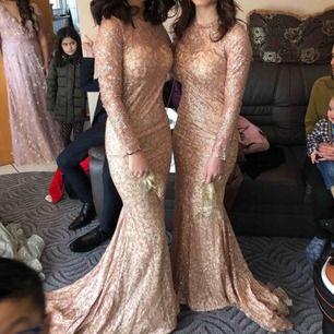 Använt klänningen 1 gång och den är väldig glittrig. Och vi behöver inte klänningarna längre. Priset kan diskuteras