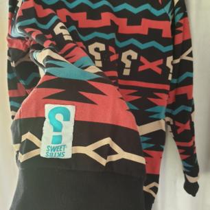 Sweatshirt från Sweet Sktbs. Använd men i bra skick! Storlek L men tycker den passat perfa på mig som har M