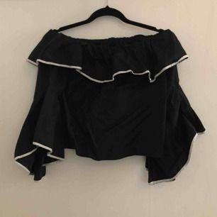 Off shoulder-topp från Zara. Frakten ingår i priset.