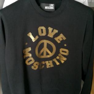 Moschino sweatshirt, strl M, nyskick.