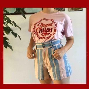 En supersöt ljusrosa T-shirt u storlek L men ser jättebra ut som oversized! Aldrig använd därför i nyskick:) ord pris 150kr|| Frakt +42kr