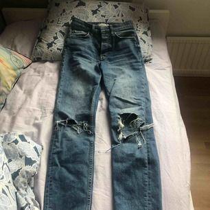 Säljer mina älsklings jeans från Gina som tyvärr har blivit för stora.
