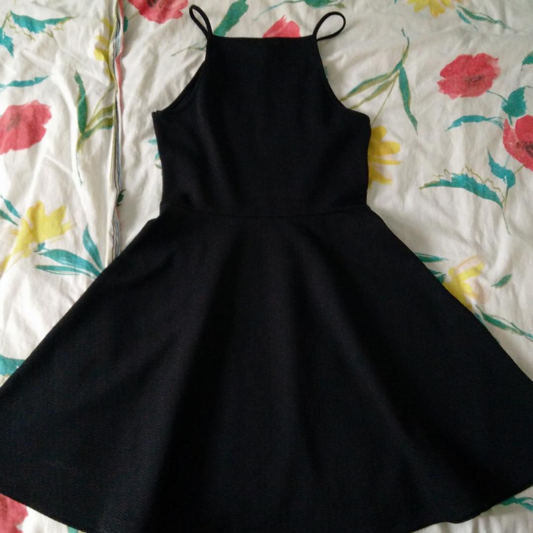 Snygg klänning som aldrig använts! . Klänningar.