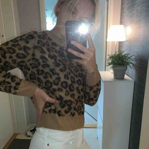 Mönstrad Stickad leopard tröja Jätte fin , från HM Stl S/XS men passar perfekt till en S  Ny pris 299:- Frakt tillkommer
