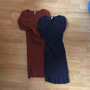 Två snygga klänningar i mjukt material från Nelly! Jätte sköna och stretchiga, knappt använda. Båda för hundra eller 70 st!  Rensar ut garderoben under sommaren så kika in på min profil!