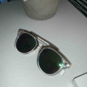 Dior inspirerande glasögon med grönt glas Ny pris 149:-