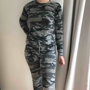 Kamouflage-set från MADLADY i storlek S/M. Tröja och byxor för 170kr. (Nypris 375kr). Säljs då setet inte längre kommer till användning. Frakt betalas av köparen, pris går att diskutera.