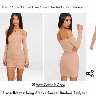 Vackert bodycon klänning säljes pga storleken inte passar mig helt.