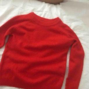Röd stickad tröja ifrån lager 157😊