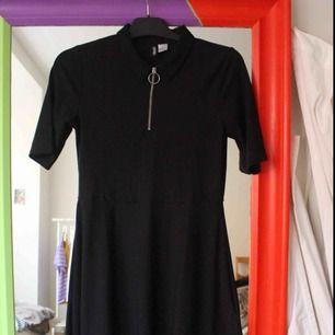 Snygg stretchig sportig kort klänning