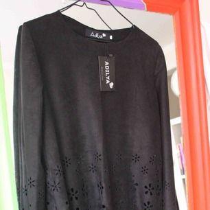 Suuuuperfin helt by oanvänd tröja i fin tunn läder/mocka? Underbart material. Ryskt märke. Finaste kvaliteen någonsin!