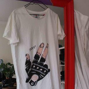 En till T-shirt från somewear med coolt tryck