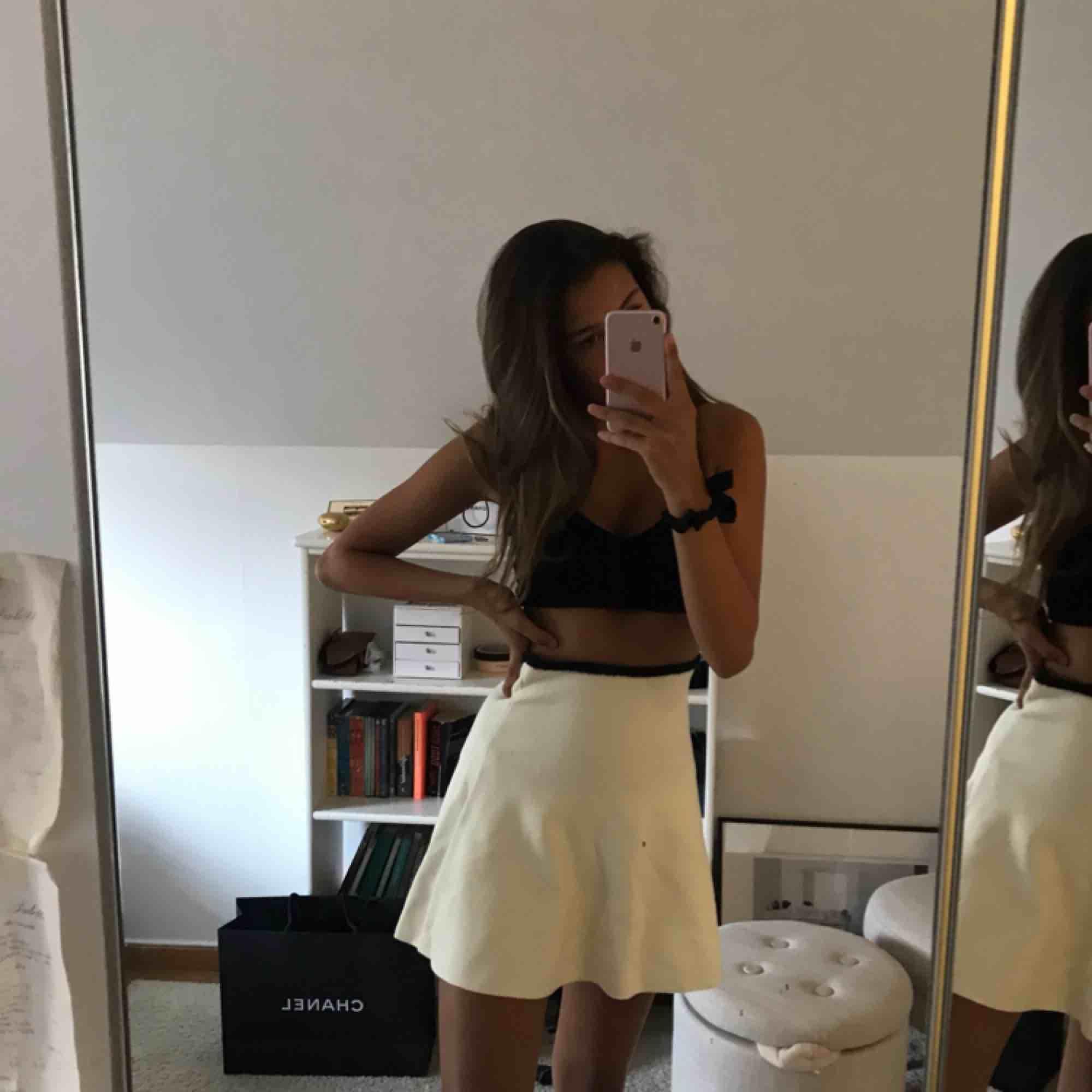 Oanvänd kjol från Zara! Frakt tillkommer. Kjolar.