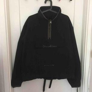 Half zip anorak black / black. Aldrig använd.