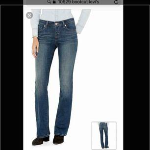 Levis jeans i nyskick, bara använda 2 gånger. Säljes pga för stora för mig.  De är egentligen en 29, men väldigt små i storleken. Jag är en 24-25 i Levis jeans och dessa är bara lite för stora i midjan så skulle därför uppskatta dem som en 26-27 ungefär.