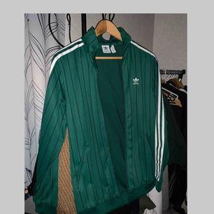 Adidas tröja/jacka  Kan posta