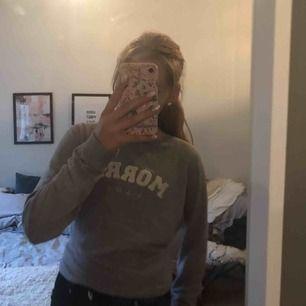 Naturligtvis äkta Morris tröja köpt för 1000kr, storlek xs men skulle säga att den passar s också ❤️ köparen står för frakten