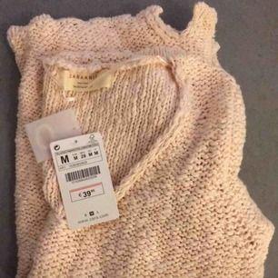 Jättefin grovstickad tröja med 3/4 ärm från zara. Mjukt persikofärgad med lystertrådar i. Helt ny, för stor för mig tyvärr