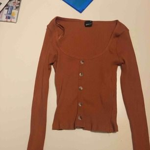 Oanvänd tröja från Ginatricot. Säljer pga att jag inte använder den!