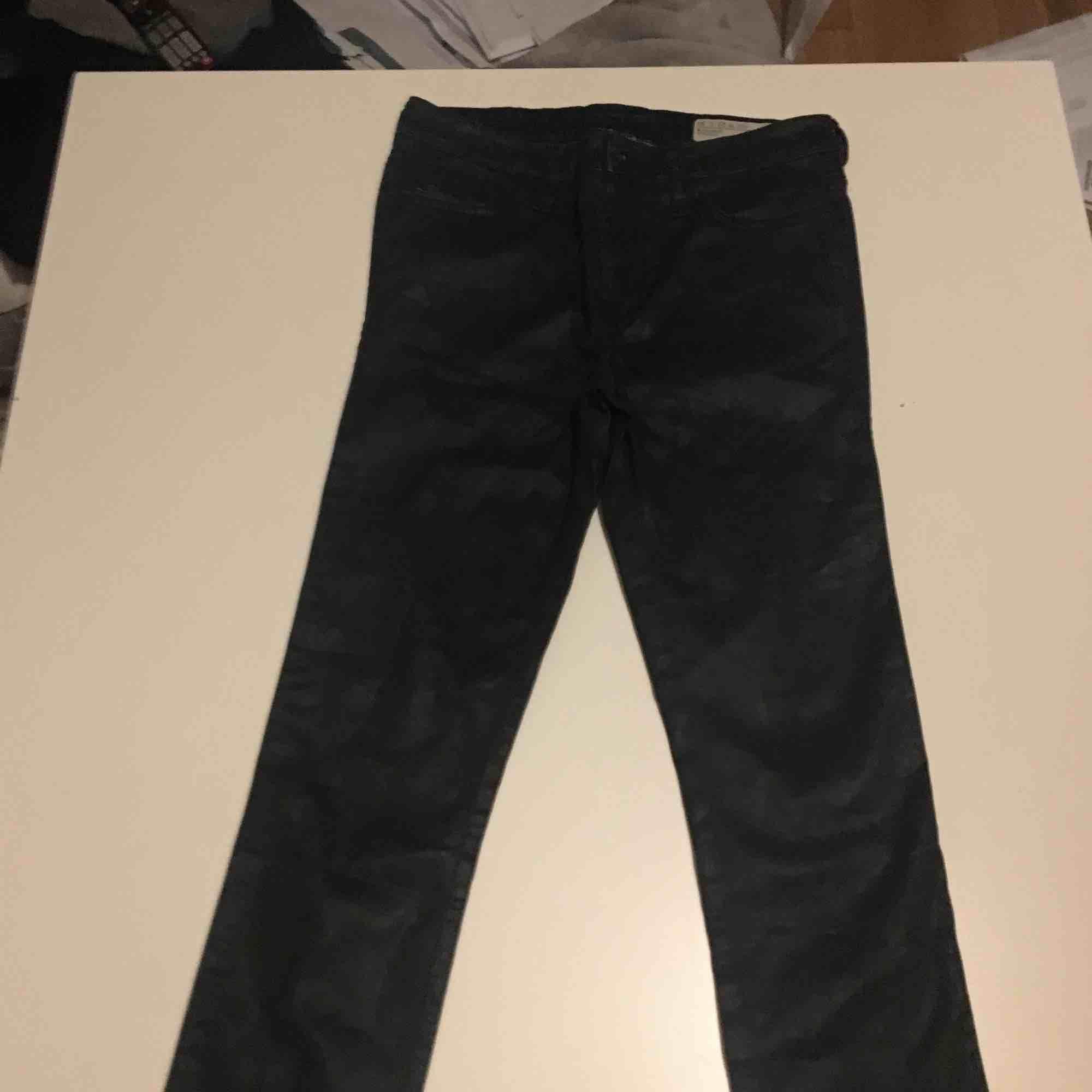 Diesel skinnbyxor inköpta för 1200 kr säljer för 400kr. Jeans & Byxor.