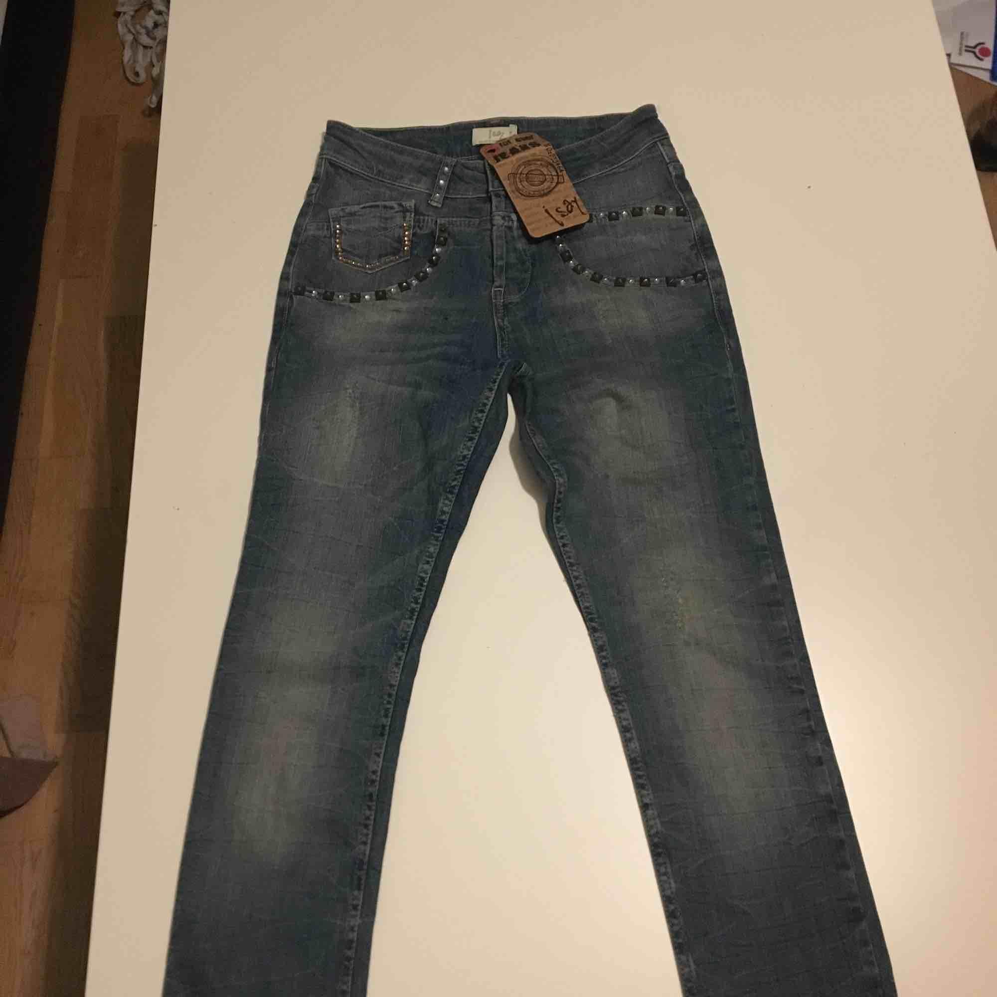 Helt nya jeans inköpta för 999kr . Jeans & Byxor.