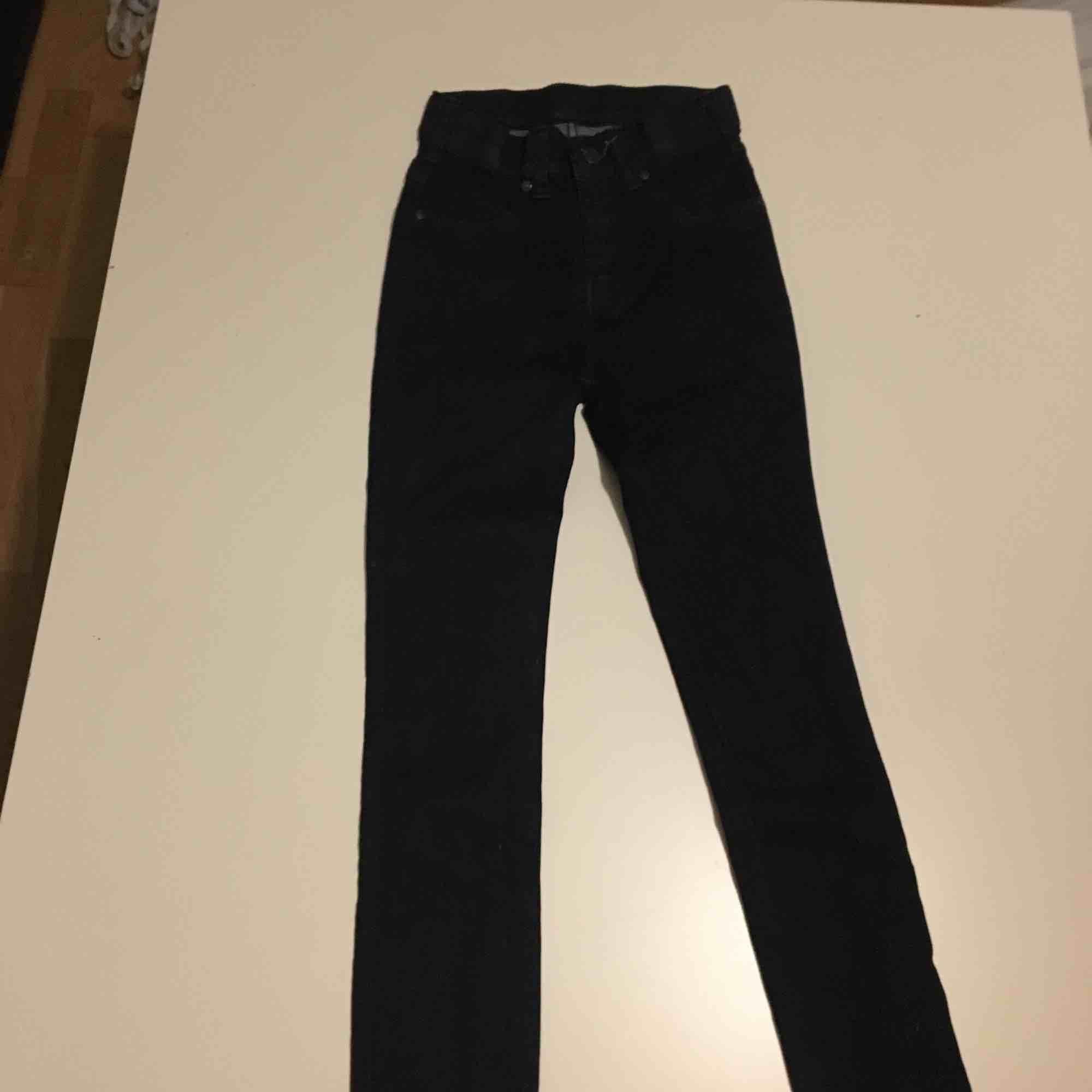 Jeans från Dr denim (mörkblåa). Jeans & Byxor.